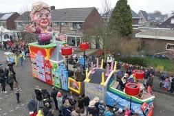 De Bierdoppers carnavallen van Zwaag tot aan de wallen!