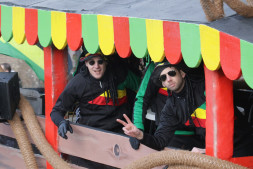 De Bierdoppers in Zwaag gestrand met hun Tuk Tuk!