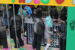 De Pretkoppen vierden COlombiaans carnaval in Pablo's disCObar