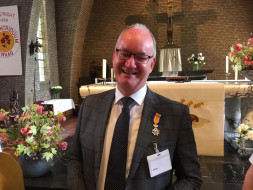 Johan Tiessing gedecoreerd met lintje!