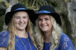 Hofdames Kelly & Rianne